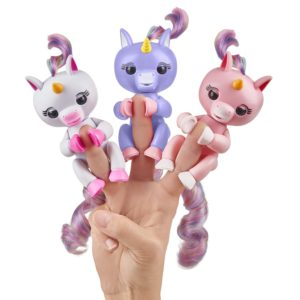 fingerlings jouet licorne gigi gemma aliko rose bleu blanc